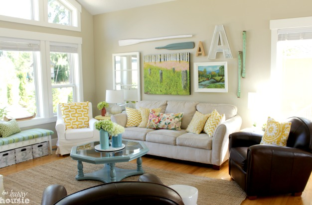 Beachy-Style-Summer-Lake-House-Tour-at-The-Happy-Housie-living-room-1