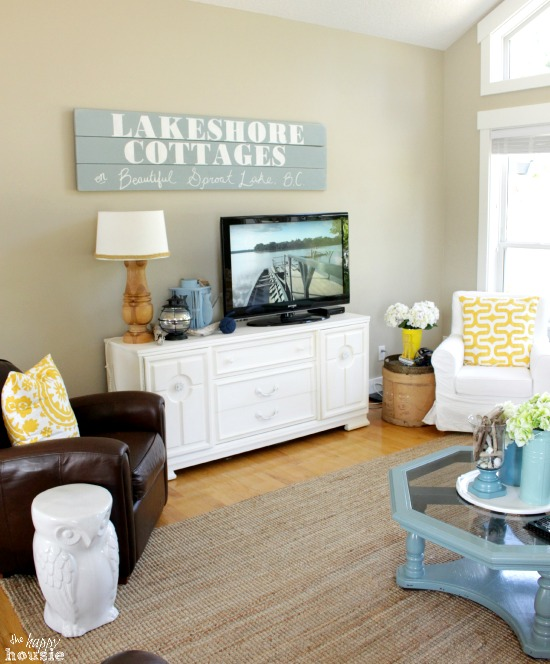 Beachy-Style-Summer-Lake-House-Tour-at-The-Happy-Housie-living-room-12