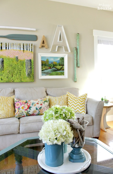 Beachy-Style-Summer-Lake-House-Tour-at-The-Happy-Housie-living-room-4