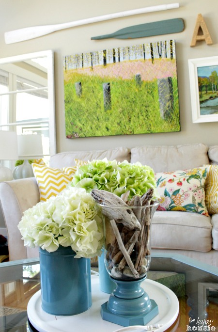 Beachy-Style-Summer-Lake-House-Tour-at-The-Happy-Housie-living-room-8
