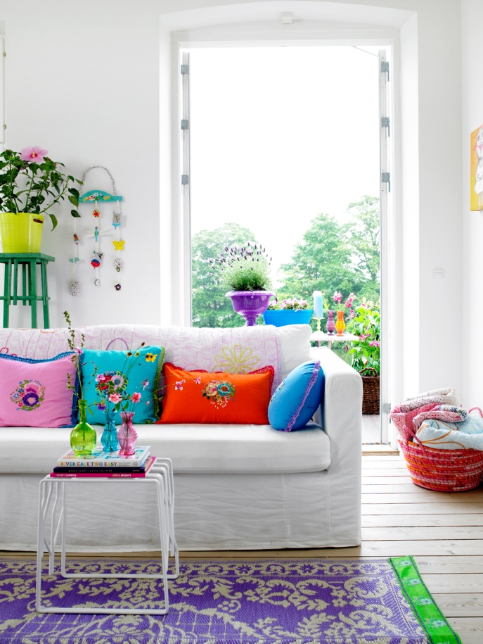 dright-colored-living-room