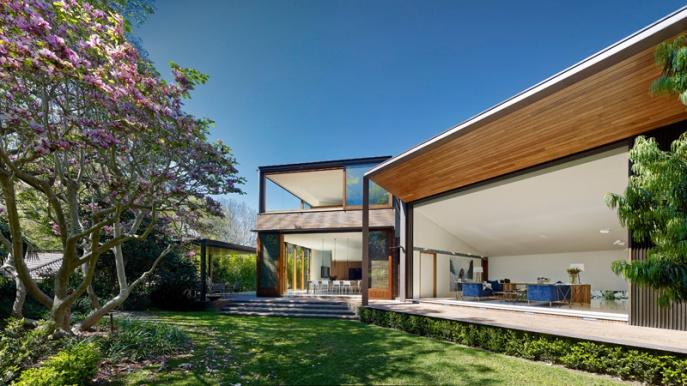 dizain-doma-v-sovremennom-stile-vitrinnye-okna-1