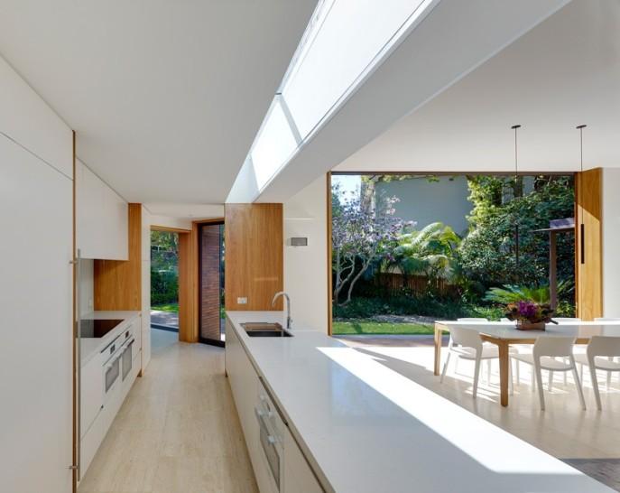 dizain-doma-v-sovremennom-stile-vitrinnye-okna-8