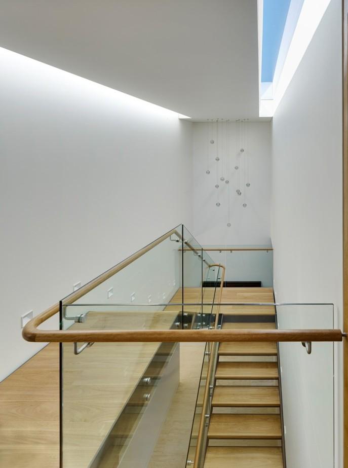 dizain-doma-v-sovremennom-stile-vitrinnye-okna-9