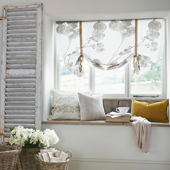 divan-y-okna-dizain-interiera-1