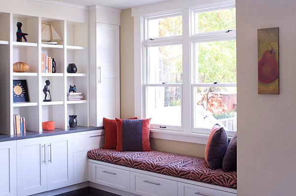 divan-y-okna-dizain-interiera-15