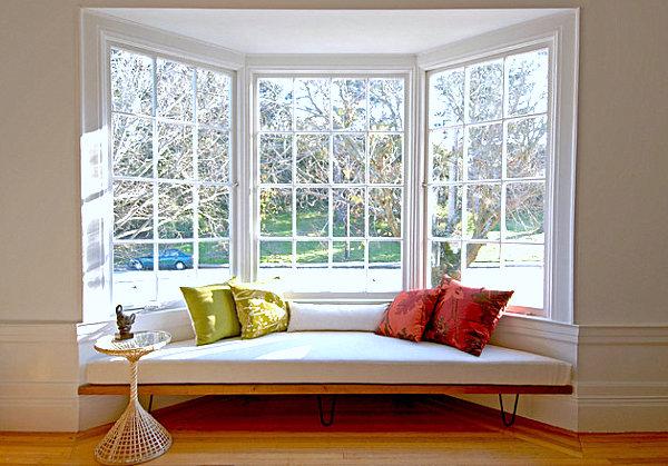 divan-y-okna-dizain-interiera-4