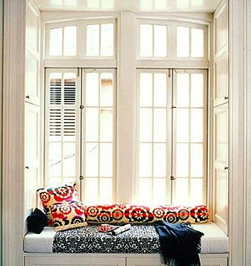 divan-y-okna-dizain-interiera-8